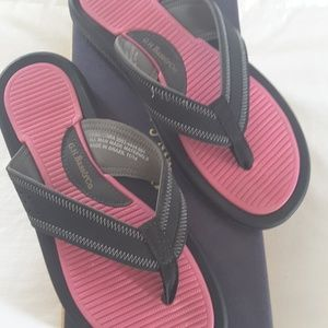 Bass comfy pink and black sandals size 8.